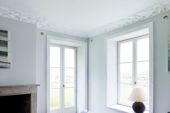 Crown molding and medallions what 39 s hot by jigsaw design for Contemporary trim moulding