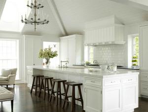Airy white kitchen