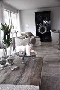 Traditional living room lvt floors