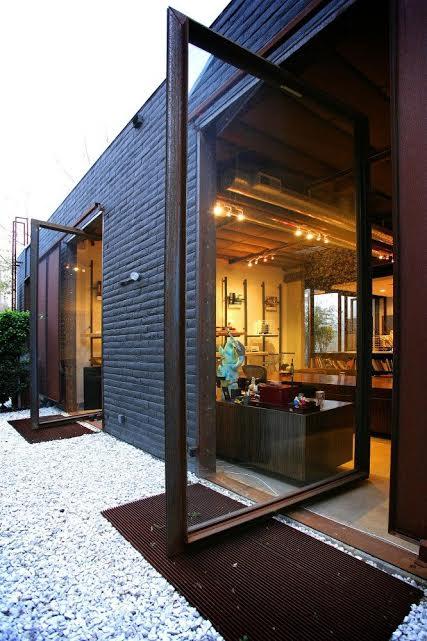 Grand entrances pivot doors what 39 s hot by jigsaw design for Pivot home designs