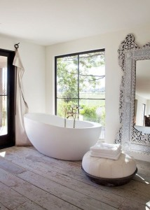 bath with mirror