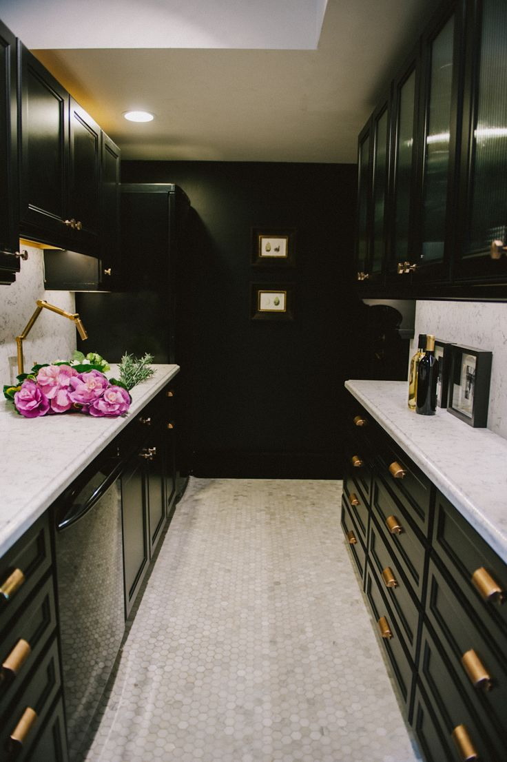 Gold hardware what 39 s hot by jigsaw design group for Black kitchen cabinetry