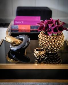 scuptural = floral=books